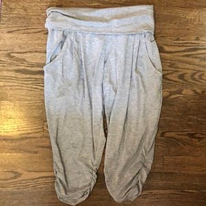 Nike crop training pants with pockets M